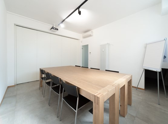 8P Meeting Room